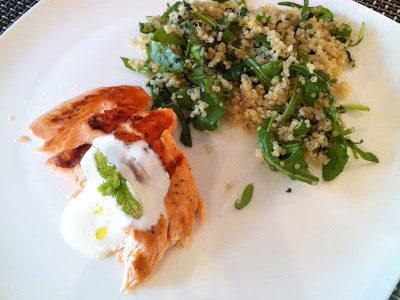 Salada de quinua com salmão