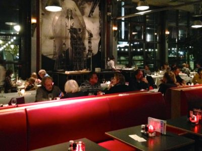Ij-kantine: restaurante com as crianças