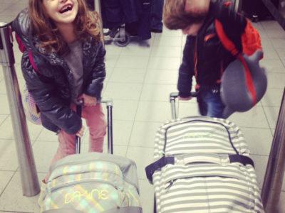Viajando de avião com crianças {vôo intercontinental, nível hard}