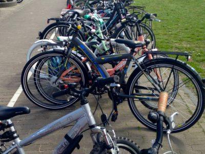 Sobre pedalar com as crianças para a escola