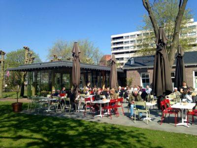 Hoftuin, um jardim (e restaurante) secreto no centro de Amsterdam