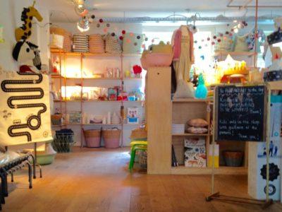 Minimarkt: café + loja para pais e crianças