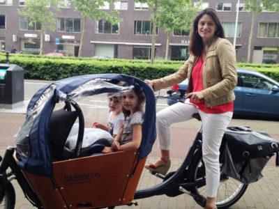 Bakfiets: a bicicleta cargo holandesa que transporta a família (e a vida)