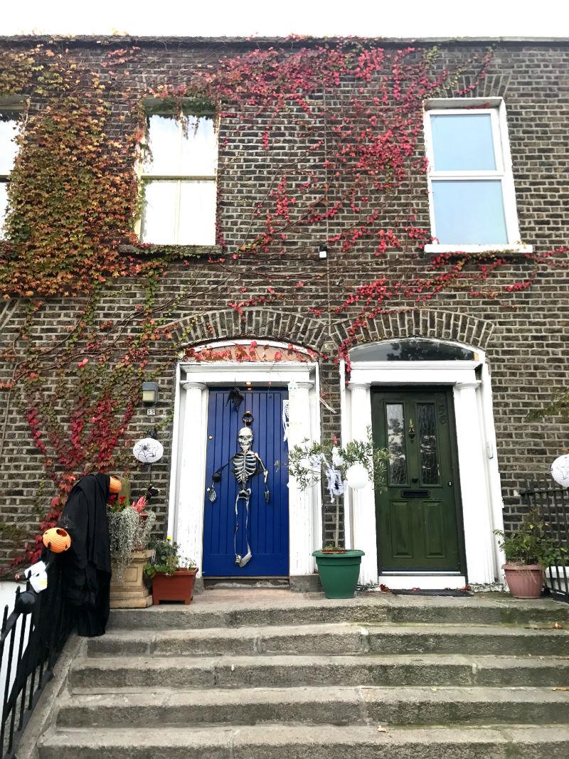 decoração de Halloween nas casas de Dublin