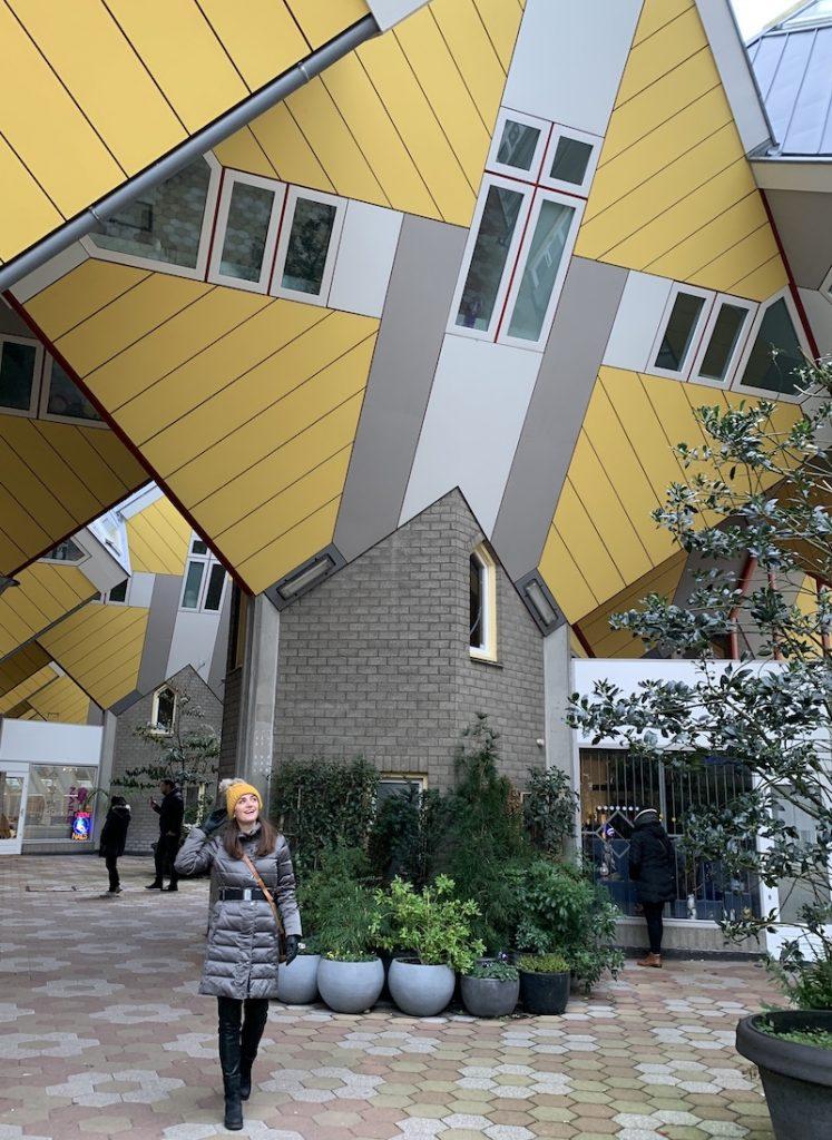 No pateo das casas cubo em Rotterdam