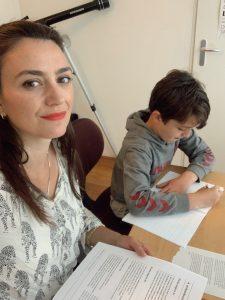 cenas de uma quarentena: trabalhando e estudando com o filho do meio