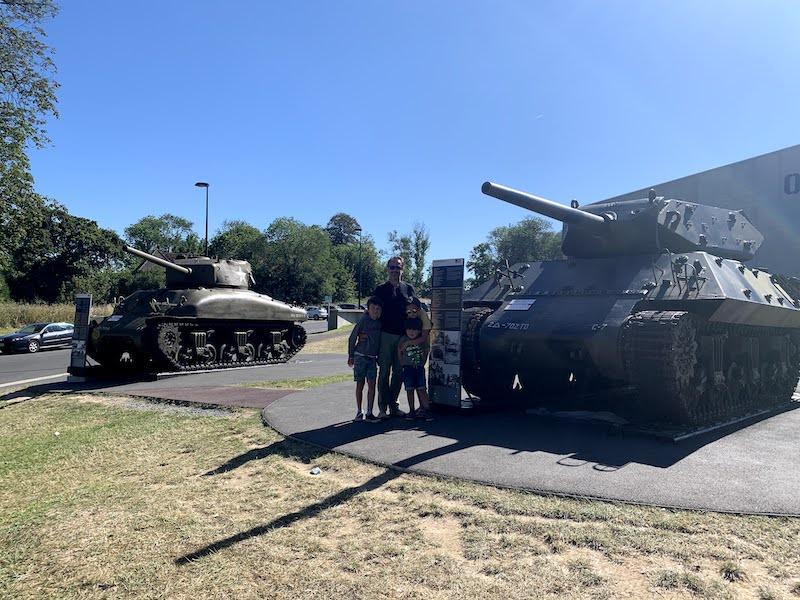 tanques de guerra no Museu Overlord