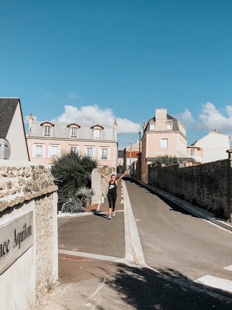 Corridinha de manha em Luc-Sur_Mer na Normandia