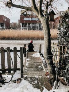 canal congelado em Amsterdam
